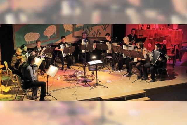 Akkordeonmusik weit weg vom Musikantenstadl