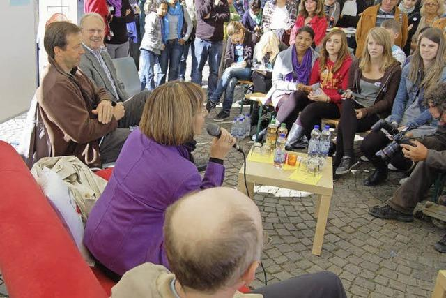 Jugend trifft Politik auf Rotem Sofa