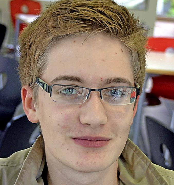 Max Knupfer, 16, Schüler (Klasse 11), ...gibt es dann auch mehr Leistungsdruck.  | Foto: Lisa Schill
