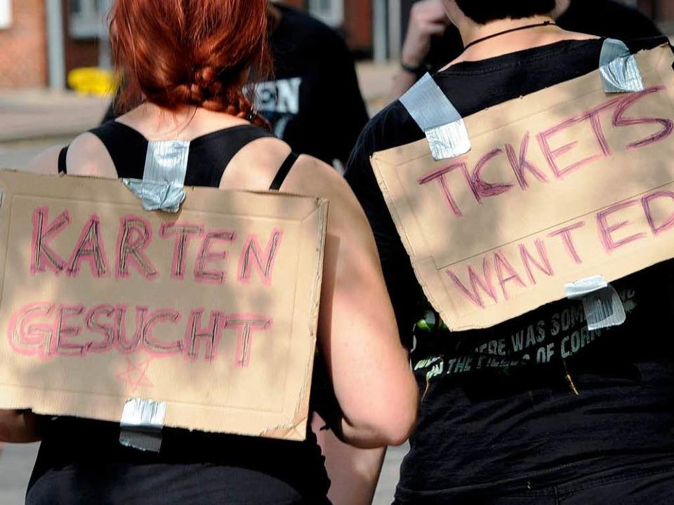 Der Ticket-Schwarzmarkt  hat sich von ...ert, sagen Mitarbeiter des Sportclubs.  | Foto: dpa