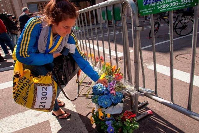 Entsetzen über Terror in Boston - Berg von Hinweisen