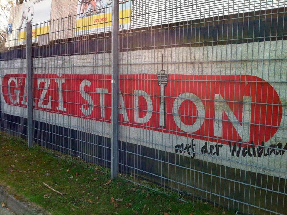 Im Schatten des Fernsehturms, der heut...das Pokalspiel gegen den VfB begonnen.  | Foto: Alex Sillgitt