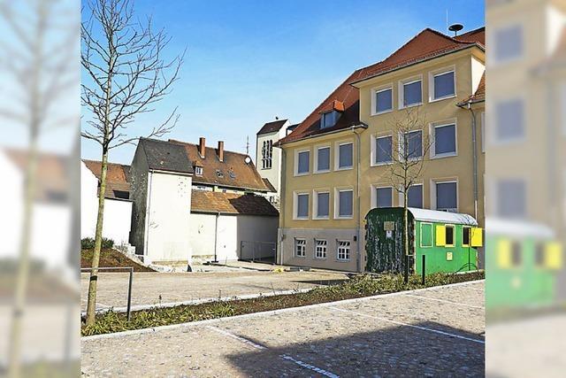 Konstantin-Schäfer-Platz wird beschirmt