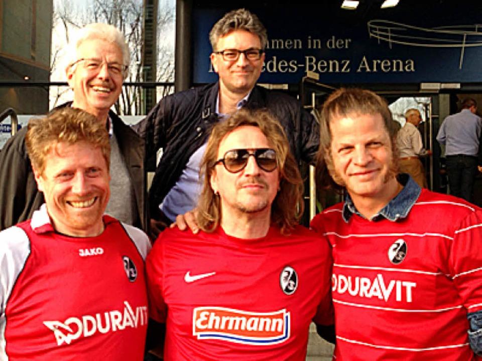 Im Stadion: Freiburgs Erster Bürgermei...eldtkeller (vordere Reihe, von links).  | Foto: Joachim Röderer