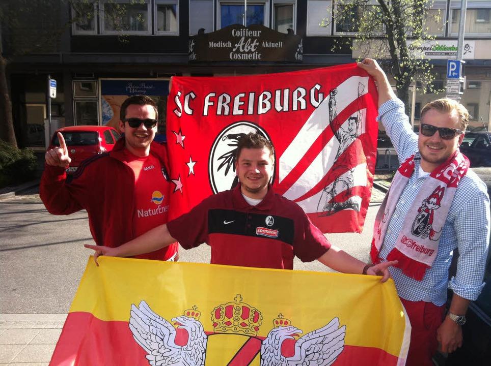 Karlsruhe Freiburger Fans auf dem Weg ...Foto hat uns Christian Luem geschickt.  | Foto: Privat