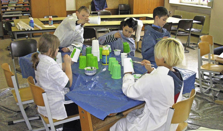Deutsche und französische Kinder arbei...r-Projekt an der Grundschule Fahrnau.   | Foto: Privat