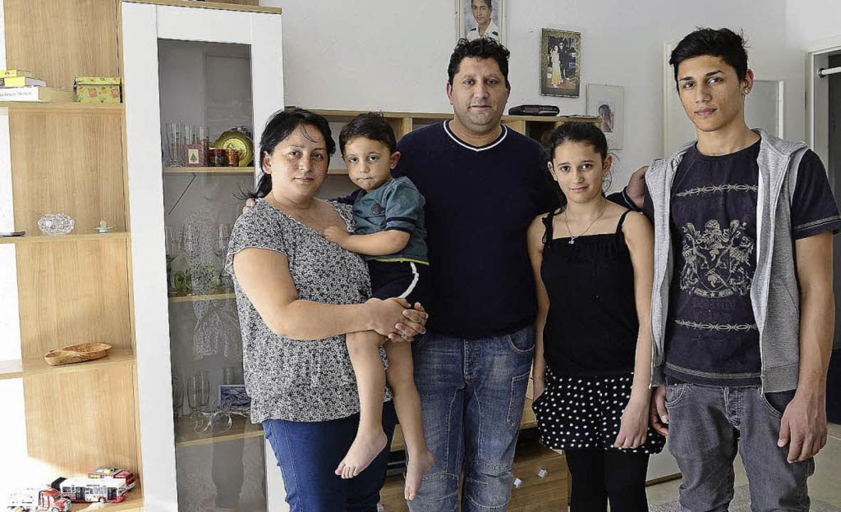 Viele Pläne für ihre Zukunft: Miradije...an, Asibe und Arif Sacipi (von links)   | Foto: ingo schneider
