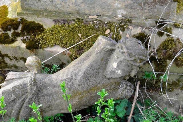Wurde das alte Steinkreuz mutwillig zerstört?