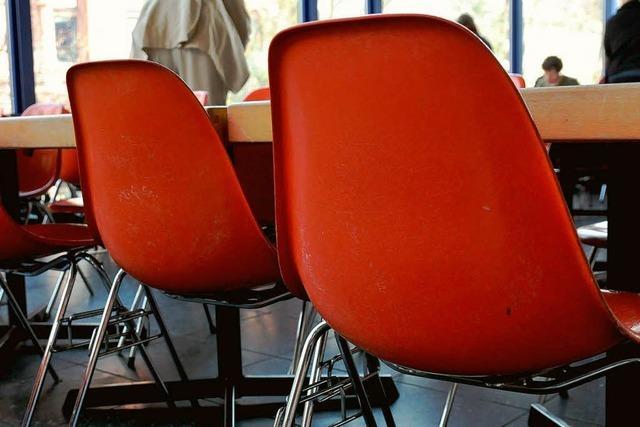 Dreister Dieb klaut 84 Designerstühle aus der Mensa