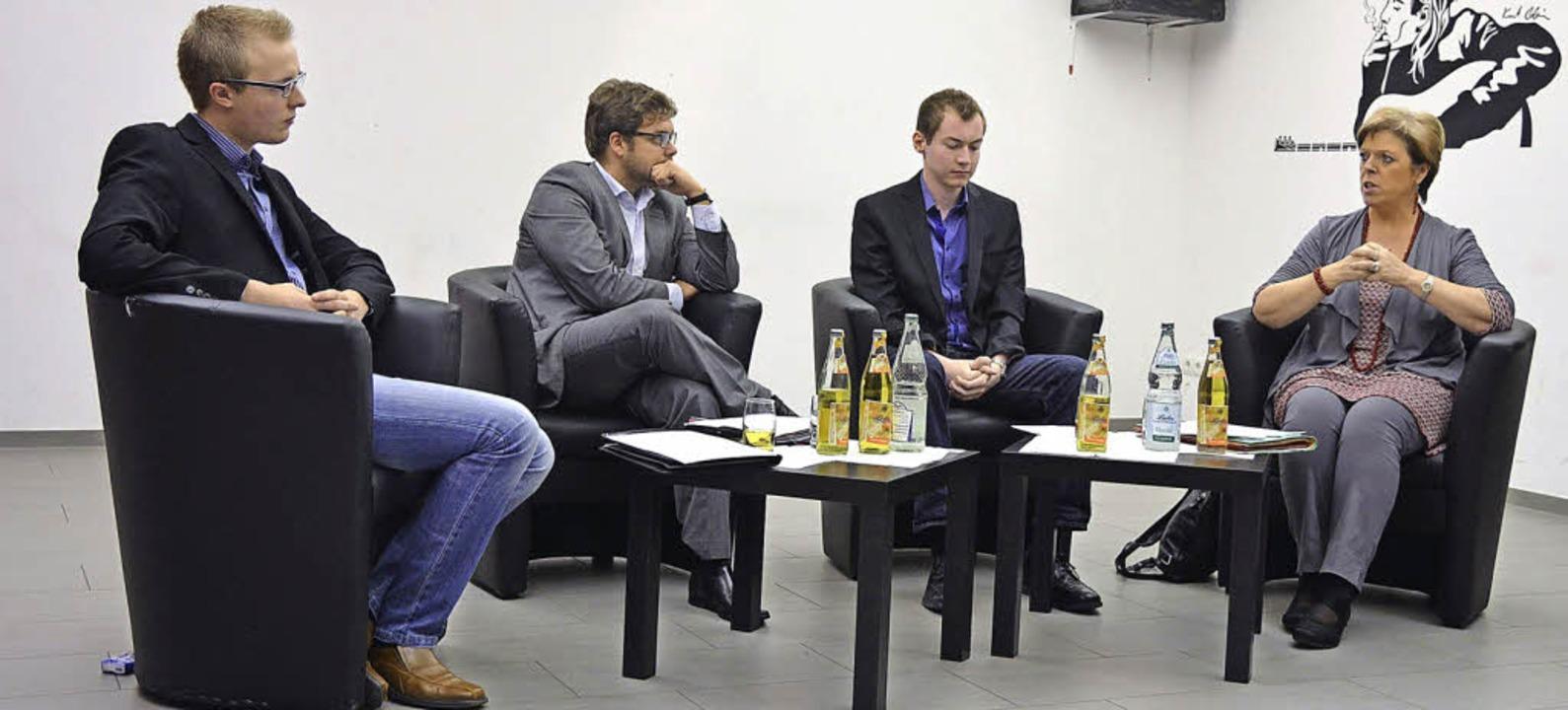 Diskutierten im Jugendhaus (von links)... Wahl,  Christoph Leon, Sabine Wölfle.    Foto: BZ