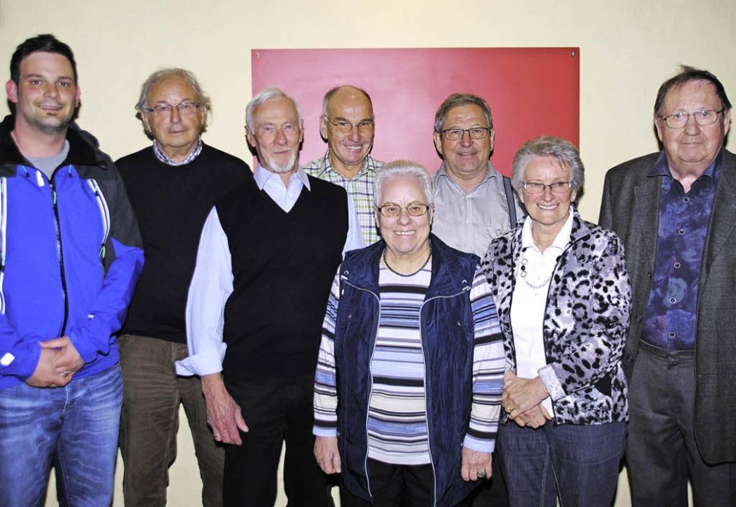 Die langjährigen Jubilare des Skiclubs...r und Dr. Günther Krauth (von links).   | Foto: SEDLAK