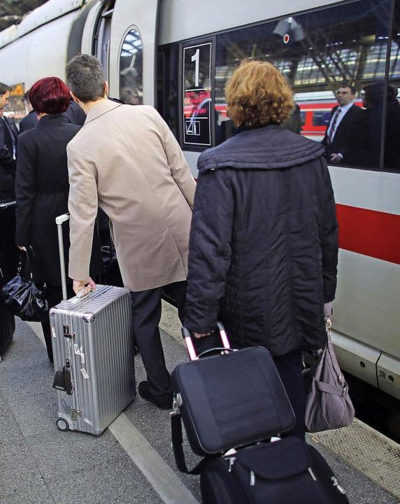 Einsteigen in den ICE, das ist nächste... auch am Müllheimer Bahnhof möglich.    | Foto: dpa