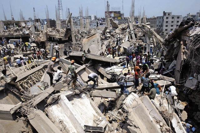 82 Tote und 1000 Verletzte nach Einsturz von Gebäude