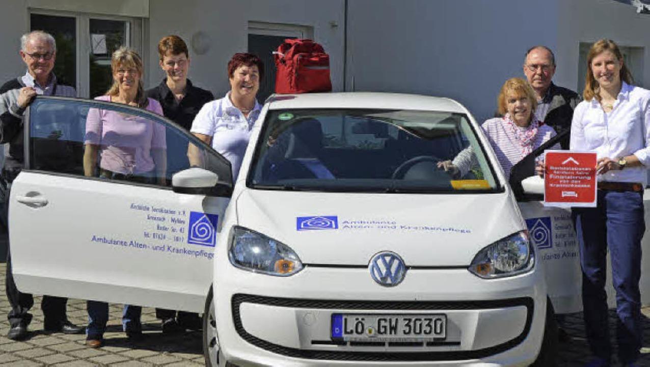 An einem der Wagen der Kirchlichen Soz...und Geschäftsführerin Stephanie Grün.   | Foto: Ralf H. Dorweiler