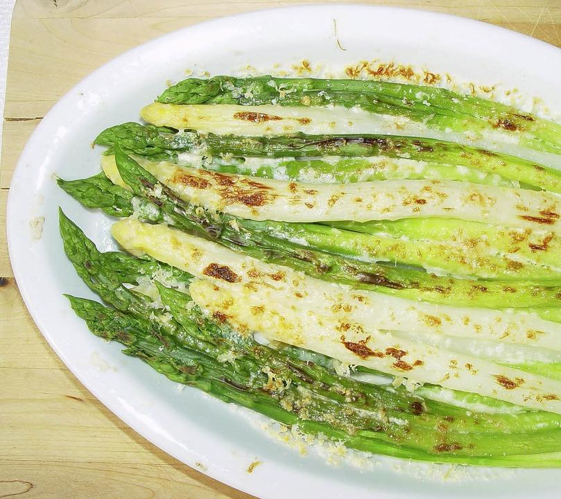 Spargel ohne Soße, mit Parmesan überbacken  | Foto: stechl