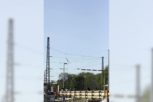 Ersatzbahnsteig bleibt auch im Sommer ohne Dach