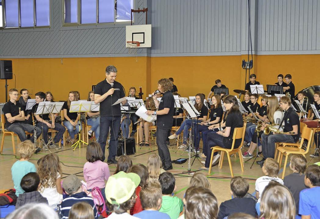 160 Grundschüler  der Grundschule Rick...m Rahmen der  Instrumentenvorstellung.  | Foto: Kirsten Lux