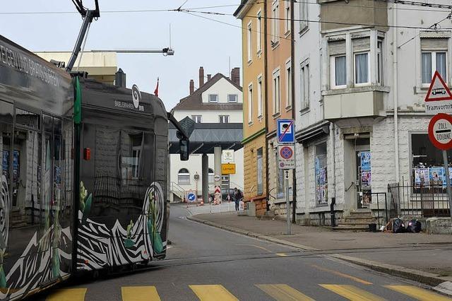 S-Bahn überholt die Tram
