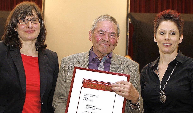 Die höchste Auszeichnung des Bundes De... Hierlinger (links) und  Katrin Ehret.  | Foto: heidi fössel