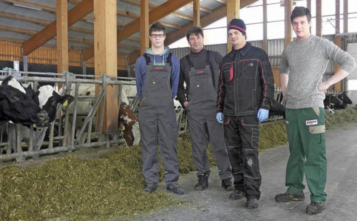 Günter Zimmermann mit seinen drei Söhnen Jonas, David und Daniel  | Foto: Privat
