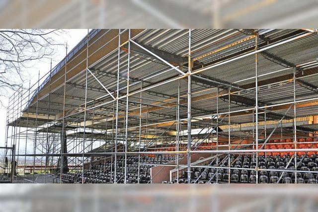 Neue Dachbedeckung für Breisacher Festspielbühne