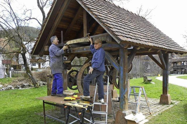 Das alte Räderwerk nahe der Glatzenmühle tritt in Aktion