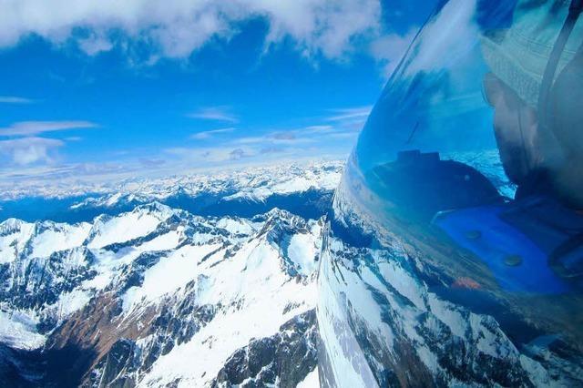 Schwereloser Flug über die Alpenspitzen