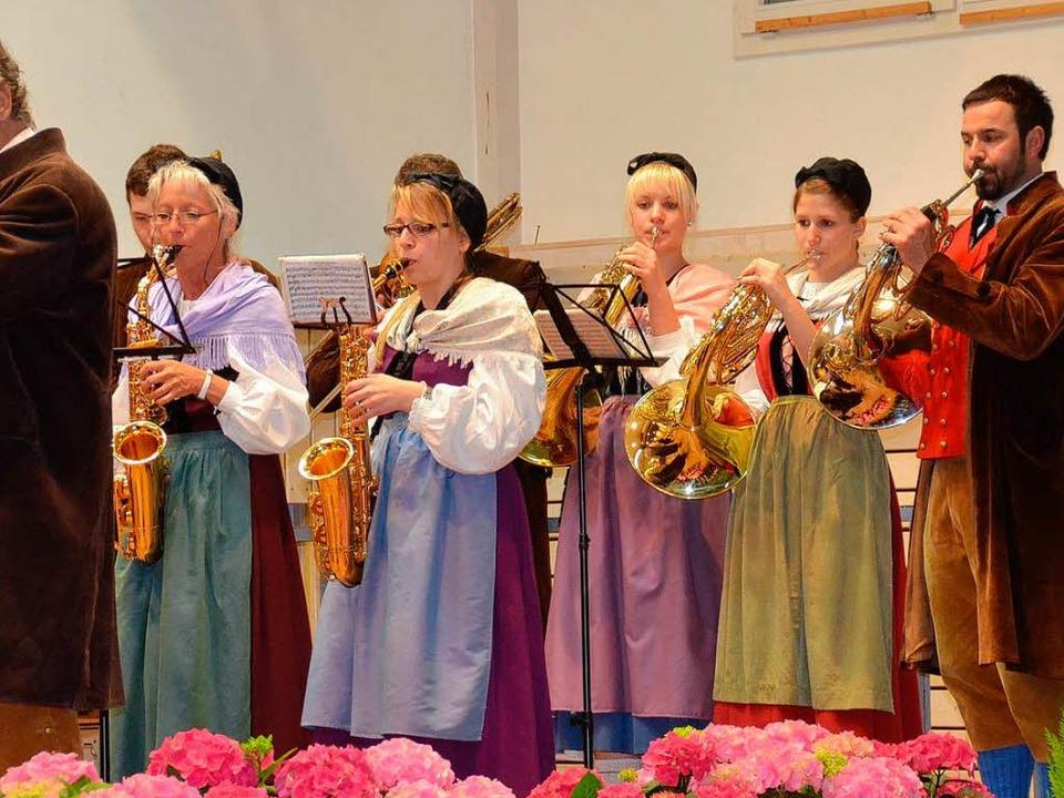 Die Hebelmusik war wieder in Hochform.  | Foto: Edgar Steinfelder