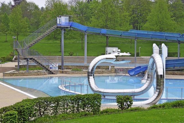 Schwimmen macht Spaß – zur Not auch ohne Sonne