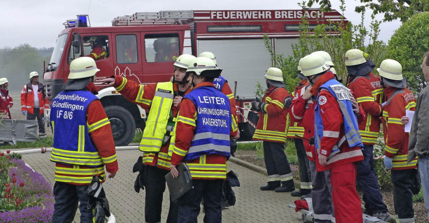 Die Feuerwehr Gündlingen probte bei ih...hnern, was zu tun ist, wenn es brennt.  | Foto: Christine Weirich