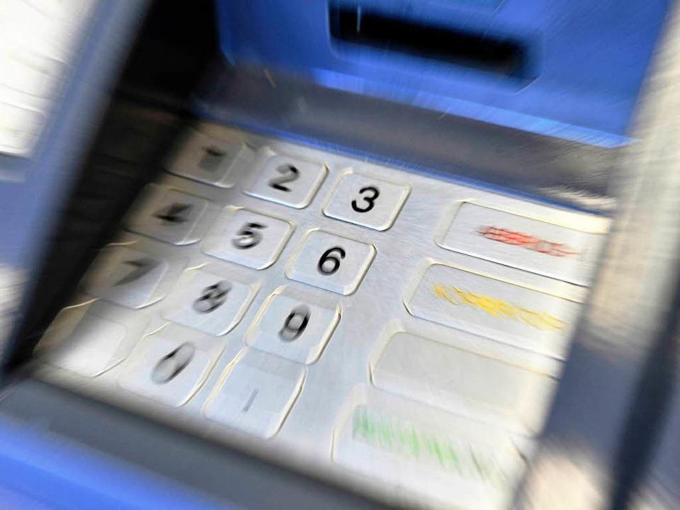 58 Millionen Menschen über 15 Jahre, s...nen Bankzugang. Die EU will das ändern    Foto: dpa