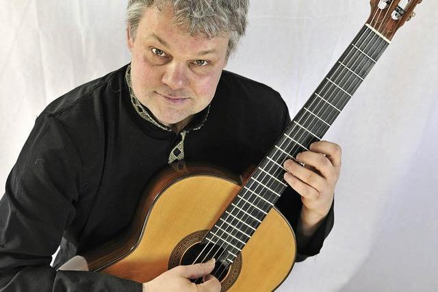 Gitarrist Roger Tristao Adao spielt im Rahmen der Wehrer Sonntagskonzerte
