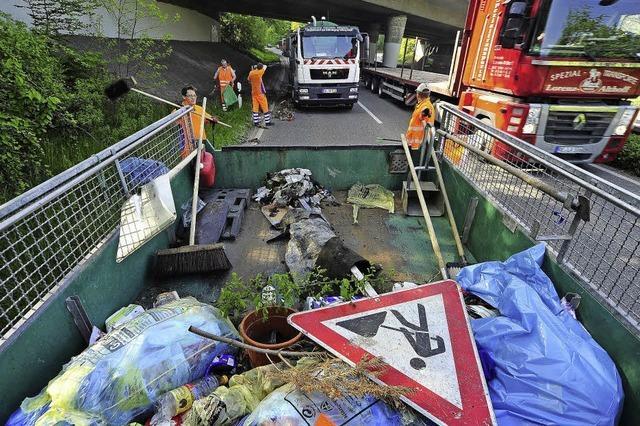 Immer mehr Müll landet im Straßengraben der Freiburger Ausfallstraßen