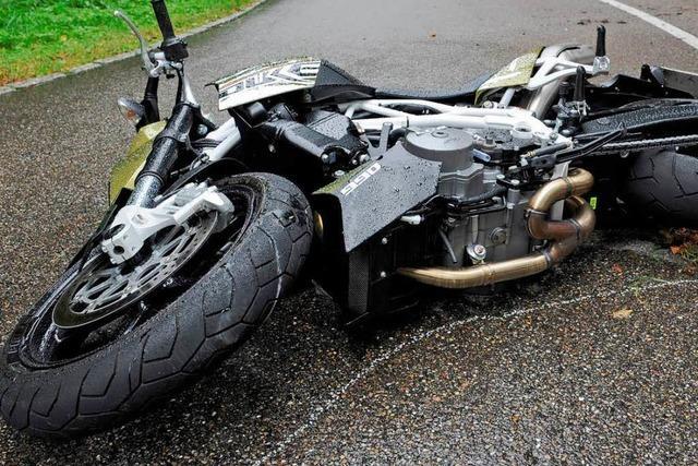 Motorradfahrer in Aufruhr: Unbekannter legt Ölspuren