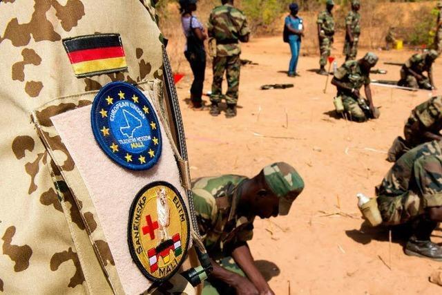 Wie deutsche Soldaten ihren malischen Kameraden helfen