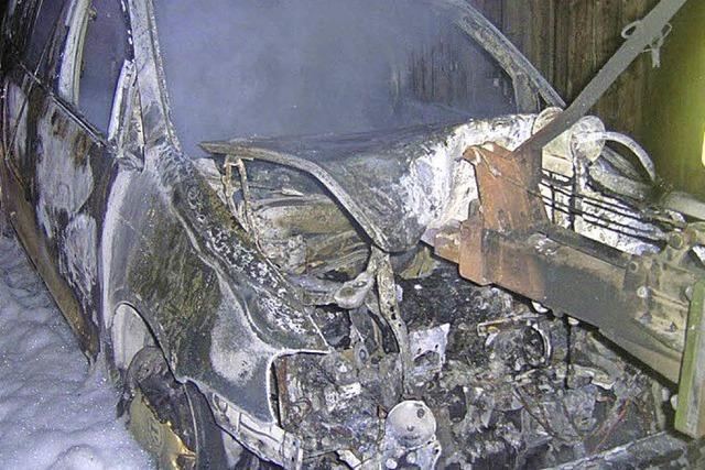 Betrunken am Steuer, Fahrzeug fängt Feuer