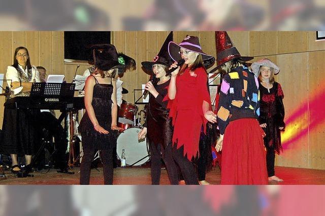 Kleine Hexen auf großer Bühne