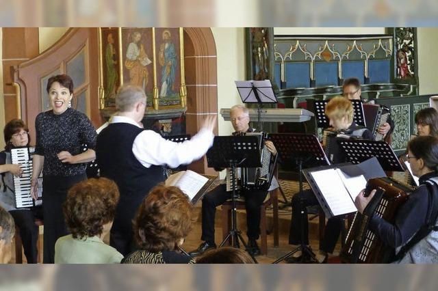 Große Oper mit dem Volksinstrument