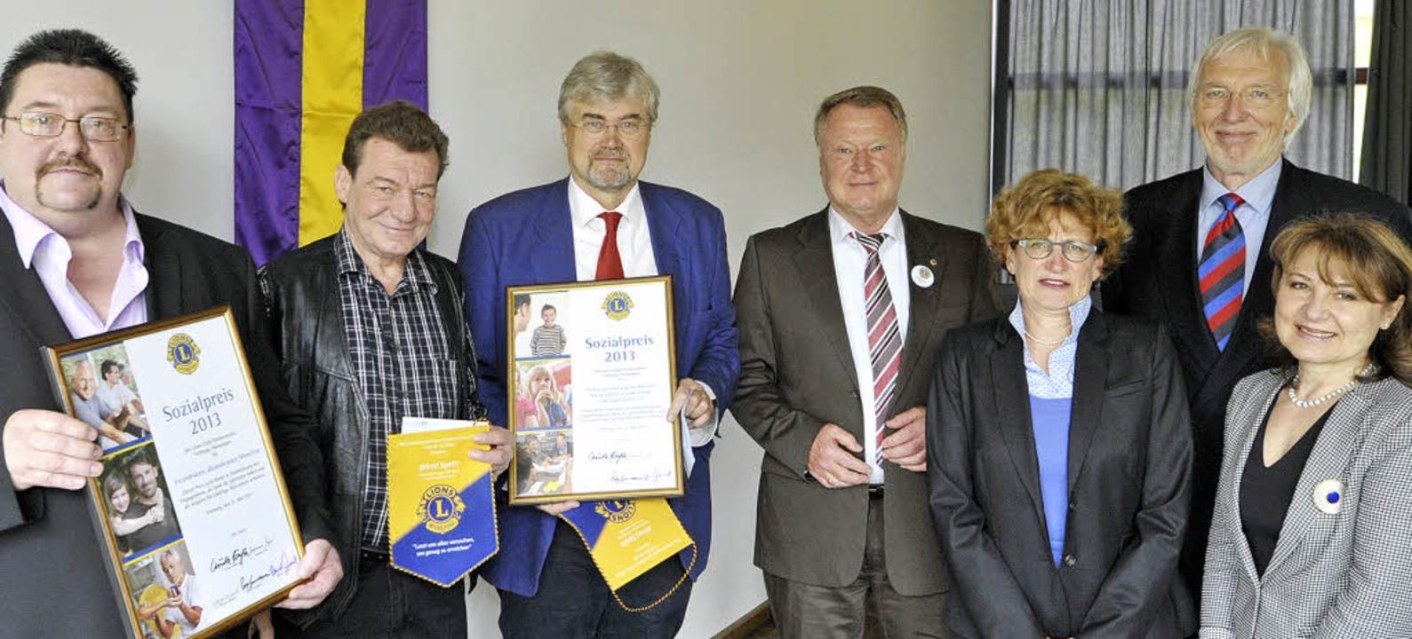 Bei der Verleihung des Sozialpreises, ...na Prpic vom  Lions-Club (von links).   | Foto: Michael Bamberger