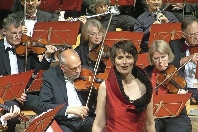 Rezension der Weiler Orchestergesellschaft mit der Sopranistin Petra Hoffmann
