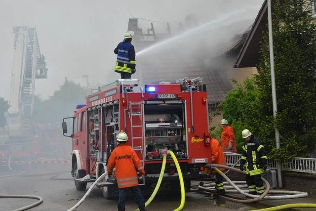 Baby aus brennendem Bauernhaus gerettet – fünf Verletzte in Willstätt
