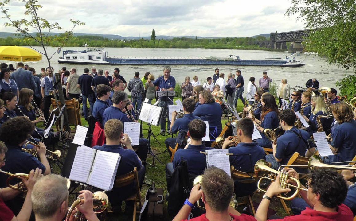 Die Musikkapelle Kollnau spielte auf den Rheinwiesen auf.   | Foto: Verein