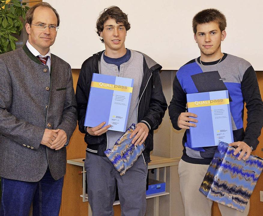 Den Qualipass als Jugendcoaches überre...scal Wiedmer (von links nach rechts).   | Foto: Markus Maier