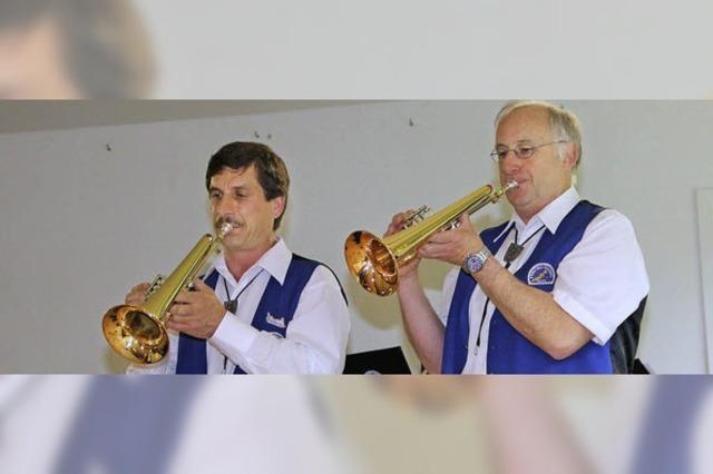 Regen zwingt Musiker zum Umzug