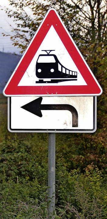 Vorsicht Zug! Was eigentlich an den Au...nn wo Züge fahren, wird's laut.   | Foto: Babeck