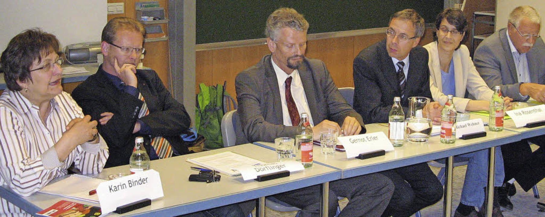 Wahlkampfauftakt vor Lehrern: Podium m...senthal (Grüne), Manfred Vohrer (FDP)   | Foto: roman kiener