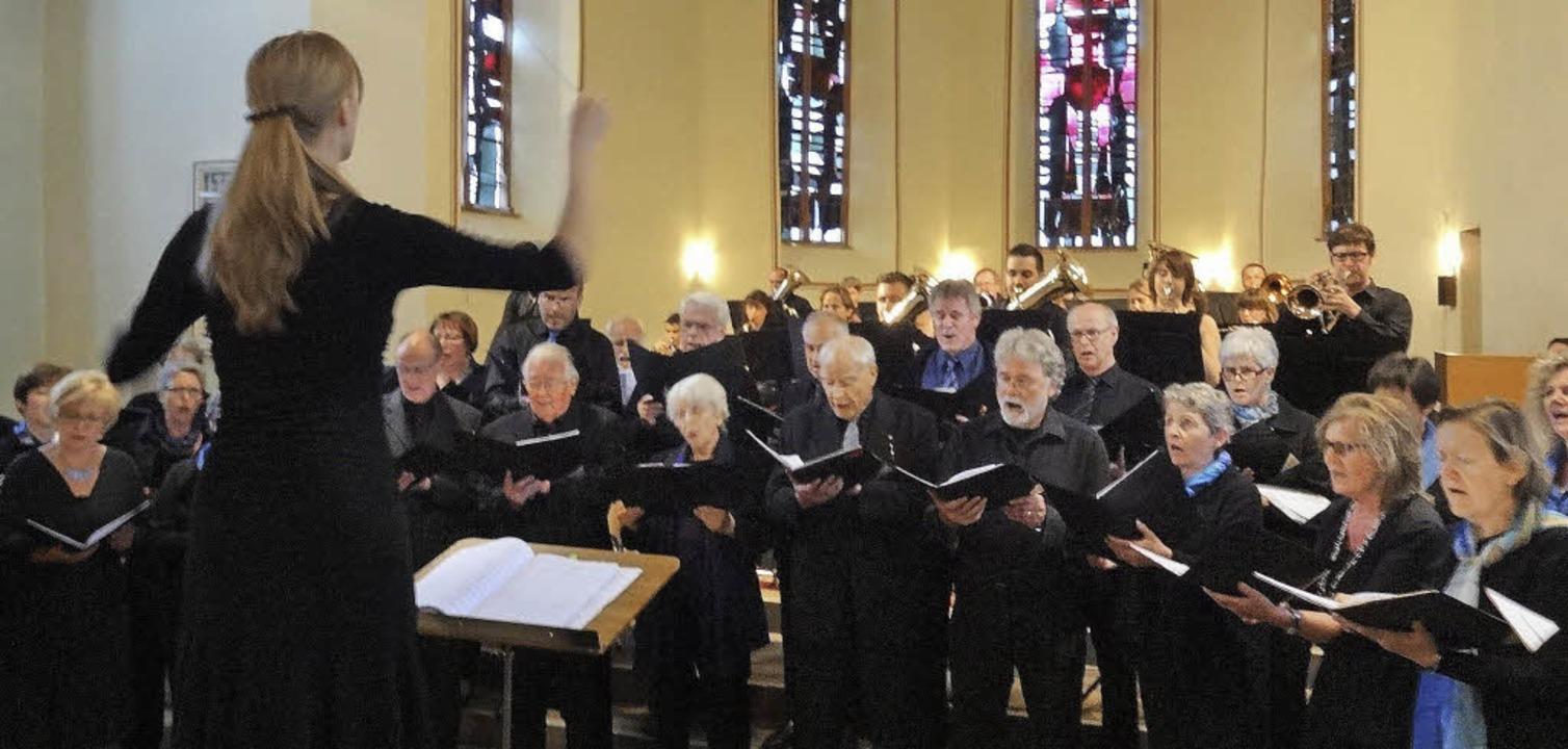 Eine Bereicherung für alle Mitwirkende...Konzert von Kantorei und Musikverein.   | Foto: Miriam Dippe