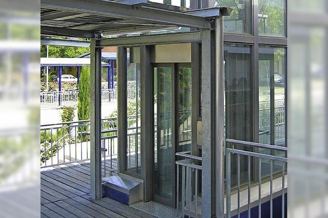 Für den Bahnhof gibt es zwei Lifte