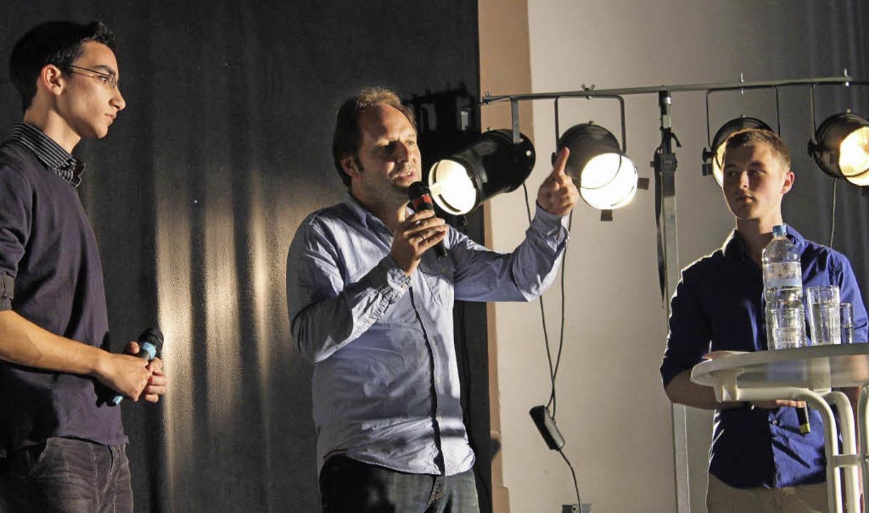 Dokumentarfilmer Markus Vetter mit Friedrich-Gymnasiasten  | Foto: schule