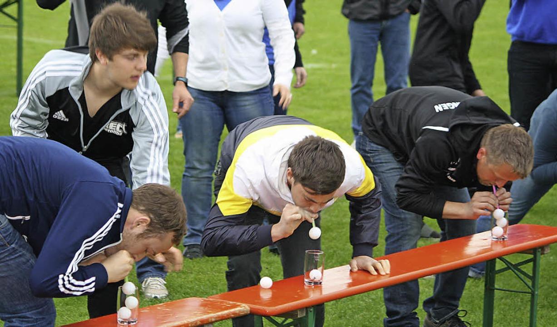Beim Hecklinger Sportfest wurde Tischt...umindest fanden Bemühungen dazu statt.  | Foto: Schnabl